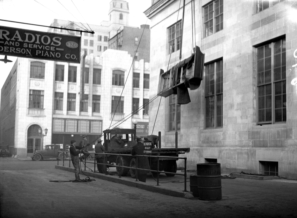 New jury box is lifted into third floor window of Federal Building, story pub. Jan 3, 1931. p.1. State Journal building across street. State Journal building across street. Illinois State Journal/Register glass plate negative/Sangamon Valley Collection at Lincoln Library  C-98-196    neg# 843   1/2