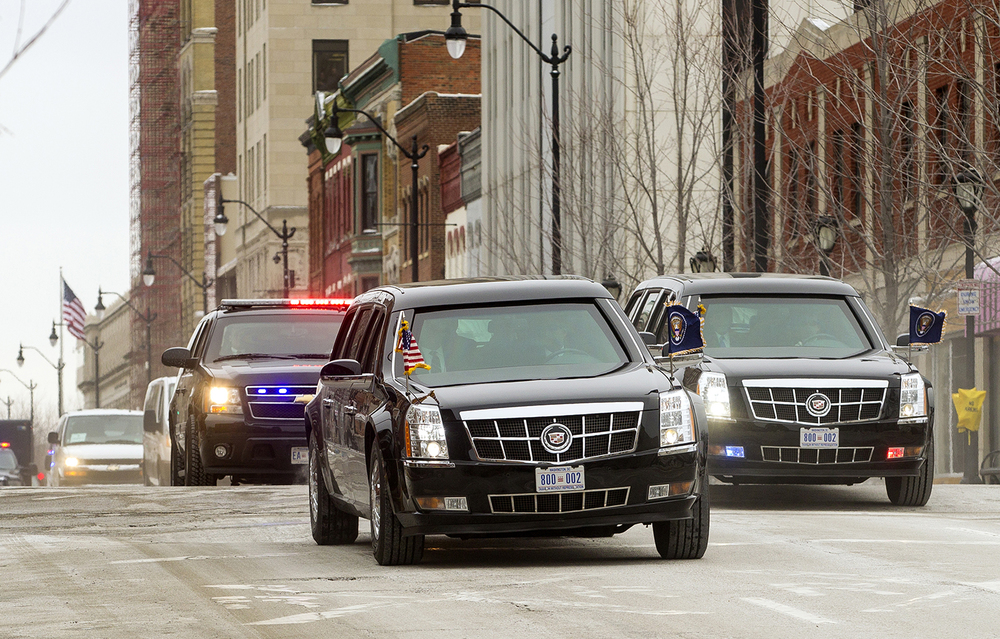 The presidential motorcade with President Barack Obama travels west down Monroe Street toward the capitol for his speech to the legislature Wednesday, Feb. 10, 2016.  Ted Schurter/The State Journal-Register