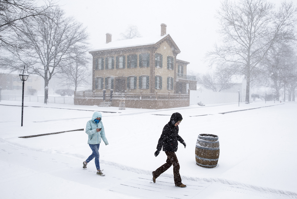"Mary Kane, right, and her daughter Zoe Kane-Preissing, left, take in the Lincoln Home National Historic Site while visiting from Chicago, Ill., as a band of heavy snow moves through making visibilities of less than a mile, Sunday, Feb. 14, 2016, in Springfield, Ill. Snowfall amounts were expected to be between 2-5"" across central Illinois. Justin L. Fowler/The State Journal-Register"