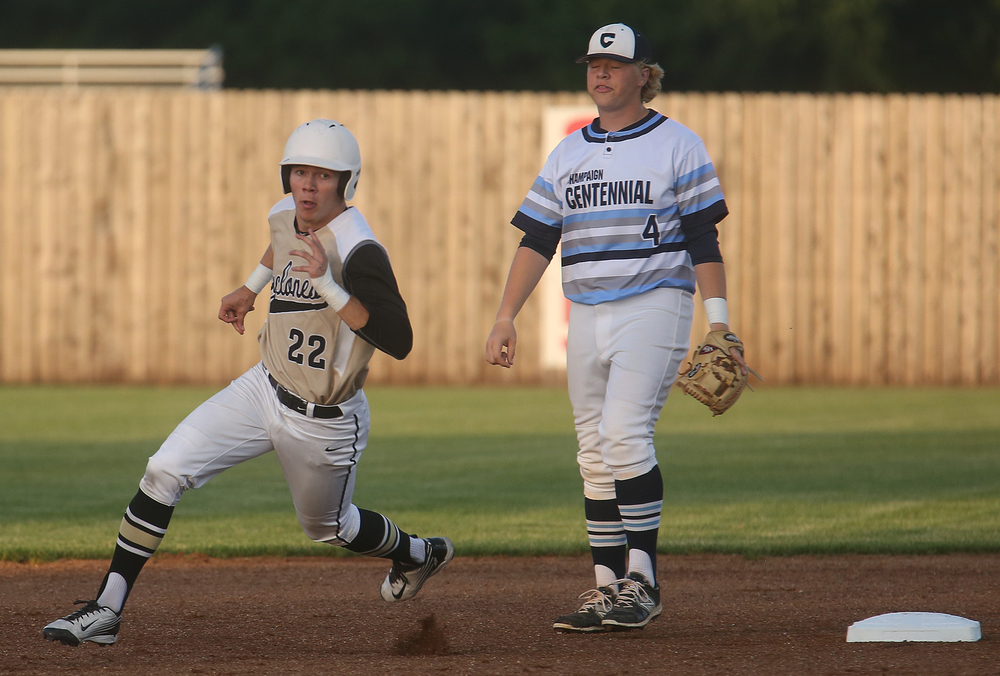 SHG baserunner Devin Thomas heads to third easily during first inning action.  David Spencer/The State Journal-Register