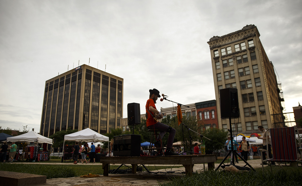 Ted Keylon performs on the Acoustic Stage during the SoHo Music Festival in downtown Springfield Friday, June 3, 2016. Ted Schurter/The State Journal-Register