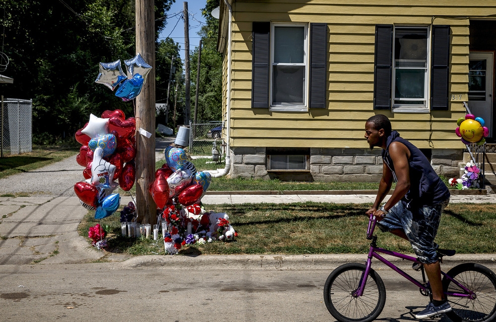 A memorial of balloons, candles and stuffed animals has formed since Sunday where Nelra Michelle Broomfield, 40, of Springfield, was shot in the head while standing with a group of people in the 1300 block of East Clay Street, Monday, June 27, 2016, in Springfield, Ill. Justin L. Fowler/The State Journal-Register