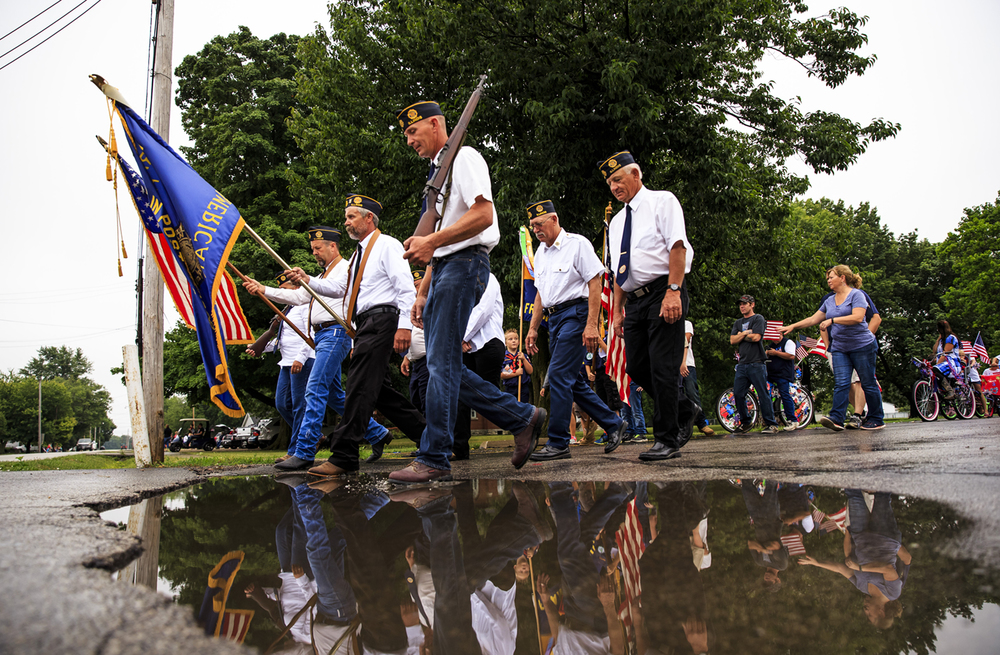 Tom Chaudoin, center, leads out the American Legion Post 1089 with several members of his family as they kick off the Franklin Fourth parade, Monday, July 4, 2016, in Franklin, Ill. Justin L. Fowler/The State Journal-Register