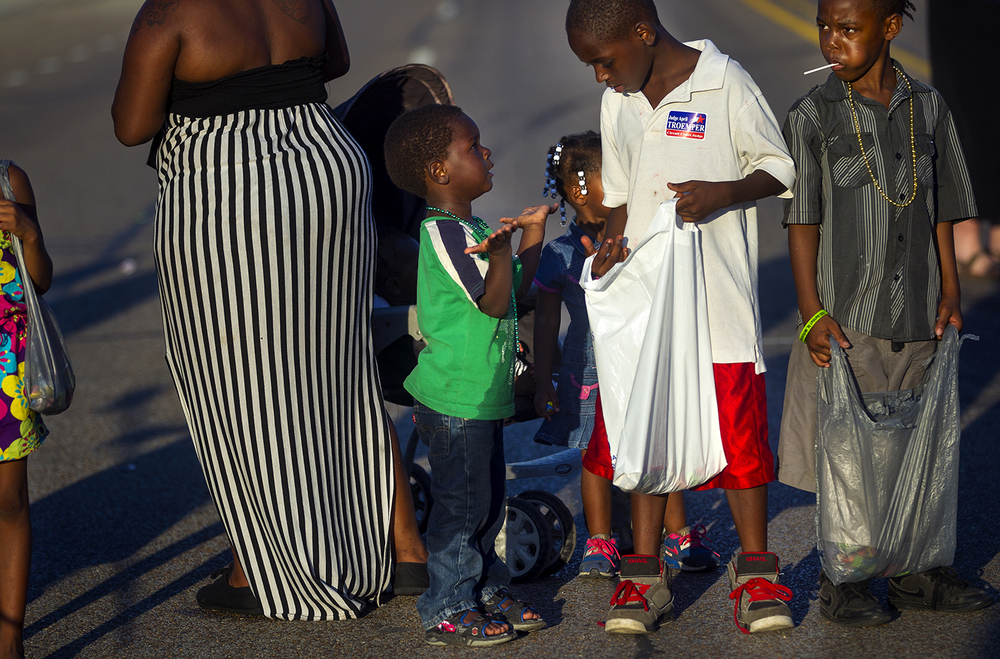Dyangelo Conner, left, asks Dashon Hollingsworth about candy during the Illinois State Fair Twilight Parade Thursday, Aug. 11, 2016. Ted Schurter/The State Journal-Register