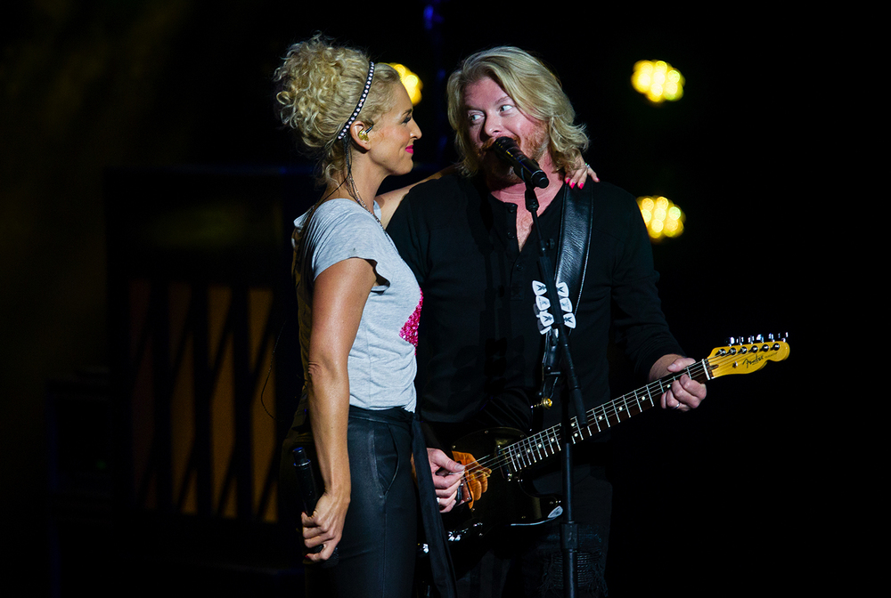 Kimberly Schlapman and Phillip Sweet perform with Little Big Town during the Illinois State Fair Saturday, Aug. 20, 2016. Ted Schurter/The State Journal-Register