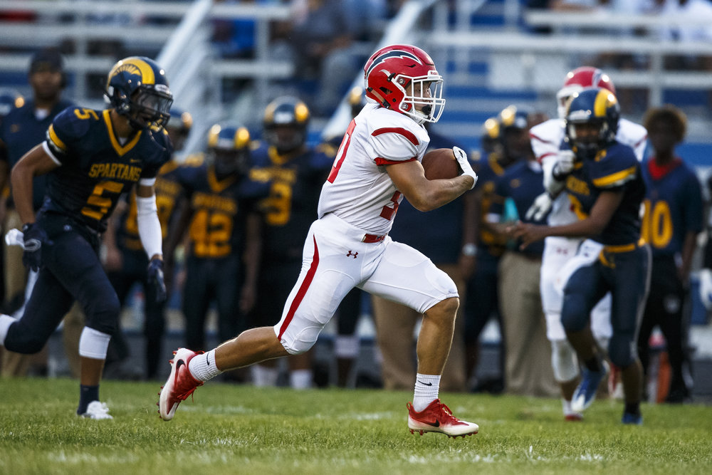 Glenwood's Zak Wardlow (30) breaks free on a 48-yard touchdown run against Southeast during the first half at Southeast High School, Friday, Aug. 26, 2016, in Springfield, Ill. Justin L. Fowler/The State Journal-Register