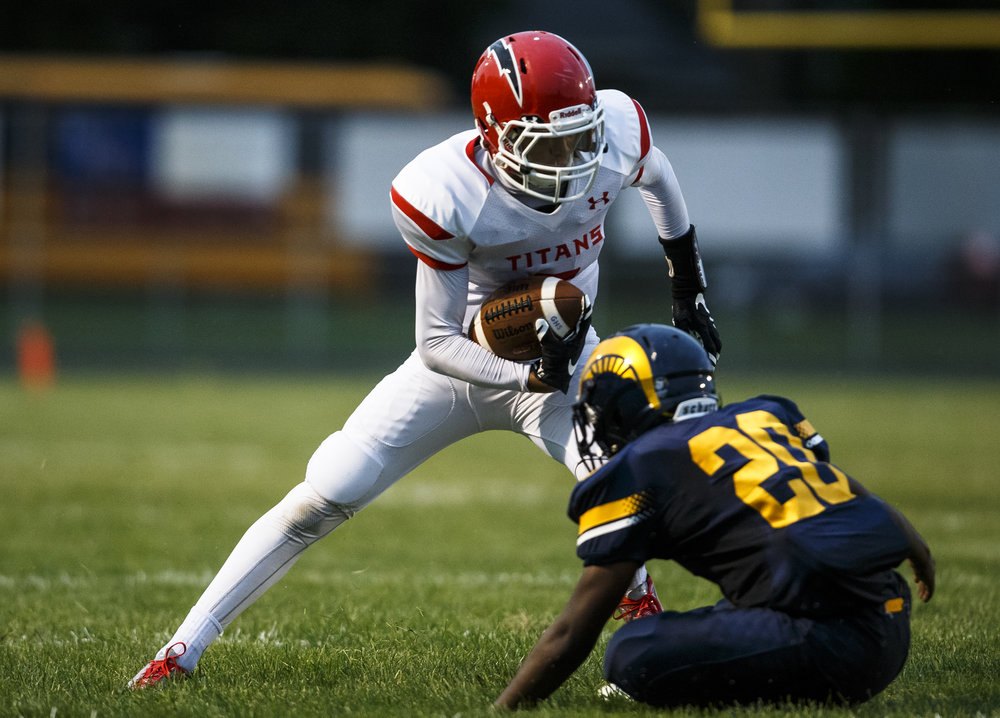 Glenwood's Davin Foy (2) reverses direction against Southeast's Blaze Taylor (20) to gain yardage after a catch during the first half at Southeast High School, Friday, Aug. 26, 2016, in Springfield, Ill. Justin L. Fowler/The State Journal-Register