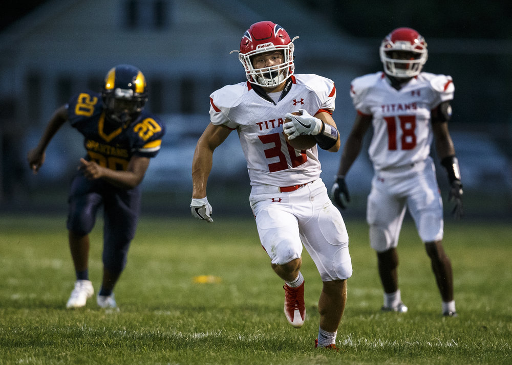 Glenwood's Zak Wardlow (30) breaks free on a long run against Southeast during the first half at Southeast High School, Friday, Aug. 26, 2016, in Springfield, Ill. Justin L. Fowler/The State Journal-Register