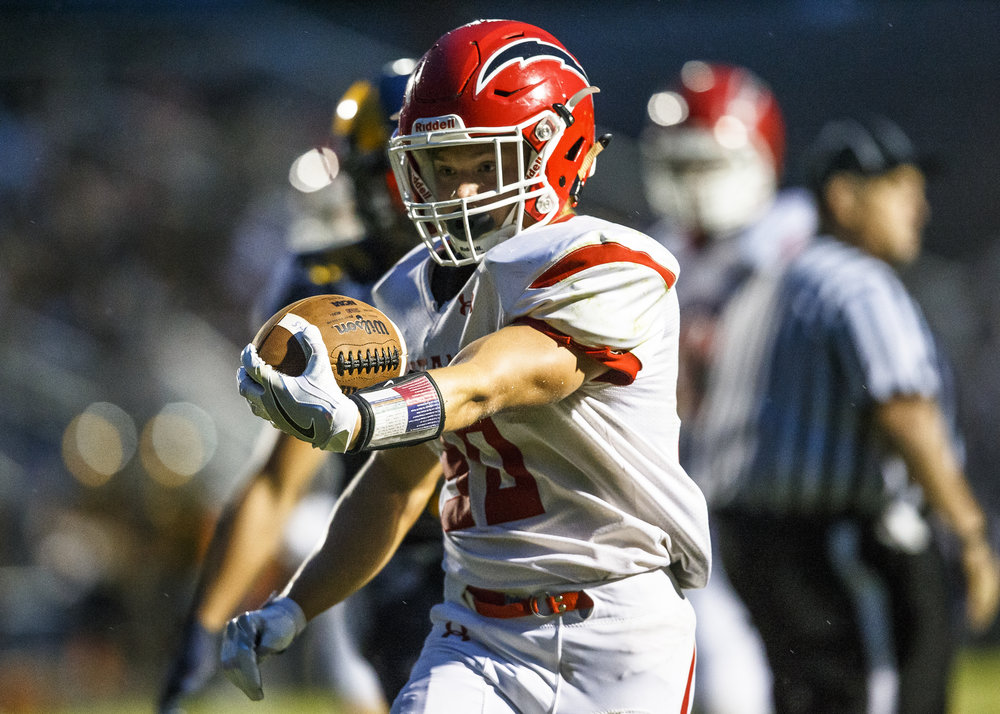 Glenwood's Zak Wardlow (30) goes in for a touchdown against Glenwood during the first half at Southeast High School, Friday, Aug. 26, 2016, in Springfield, Ill. Justin L. Fowler/The State Journal-Register