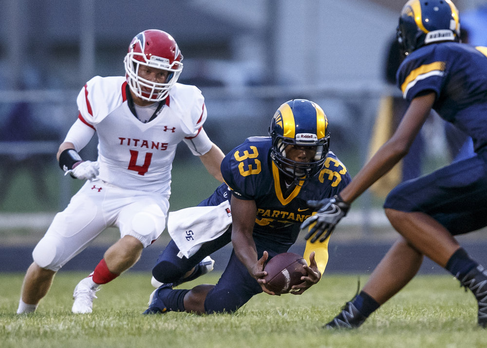 Southeast's Mark Johnson (33) pulls in a pass inches from the ground against Glenwood during the first half at Southeast High School, Friday, Aug. 26, 2016, in Springfield, Ill. Justin L. Fowler/The State Journal-Register