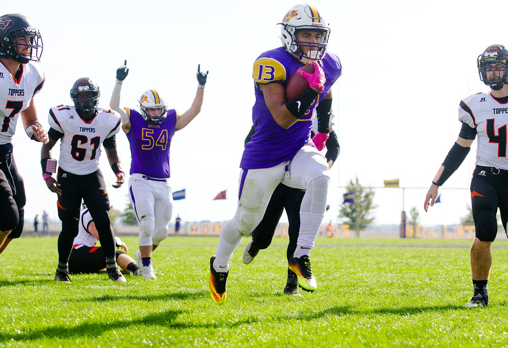 Williamsville's Jace Franklin runs in one of his four rushing touchdowns against Hillsboro during the class 3A football playoffs at Williamsville High School Saturday, Oct. 28, 2016. Ted Schurter/The State Journal-Register