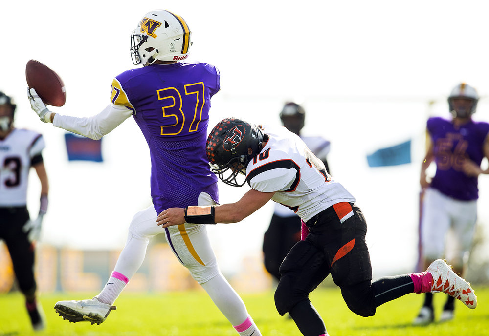 Williamsville's T.J. Ater bobbles a pass as Hillsboro's Gunner Lentz closes in for a tackle during the class 3A football playoffs at Williamsville High School Saturday, Oct. 28, 2016. Ted Schurter/The State Journal-Register