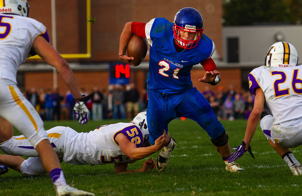 Carlinville's Jacob Dixon runs the ball against Williamsville during the class 3A football playoffs at Carlinville High School Saturday, Nov. 5, 2016. Ted Schurter/The State Journal-Register