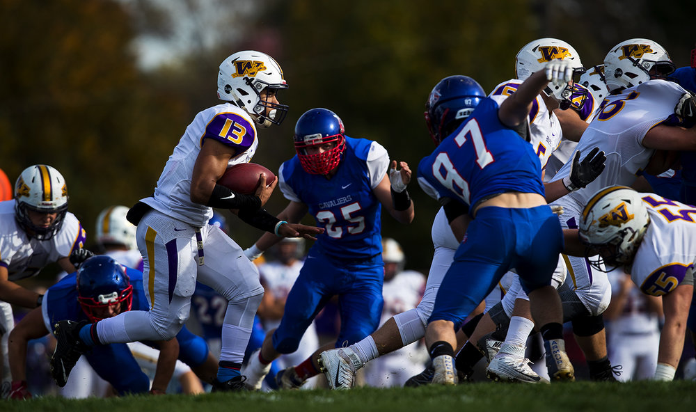 Williamsville's Jace Franklin runs the ball aginst Carlinville during the class 3A football playoffs at Carlinville High School Saturday, Nov. 5, 2016. Ted Schurter/The State Journal-Register
