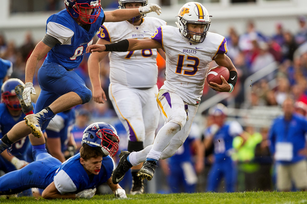 Williamsville's Jace Franklin runs the ball against Carlinville during the class 3A football playoffs at Carlinville High School Saturday, Nov. 5, 2016. Ted Schurter/The State Journal-Register