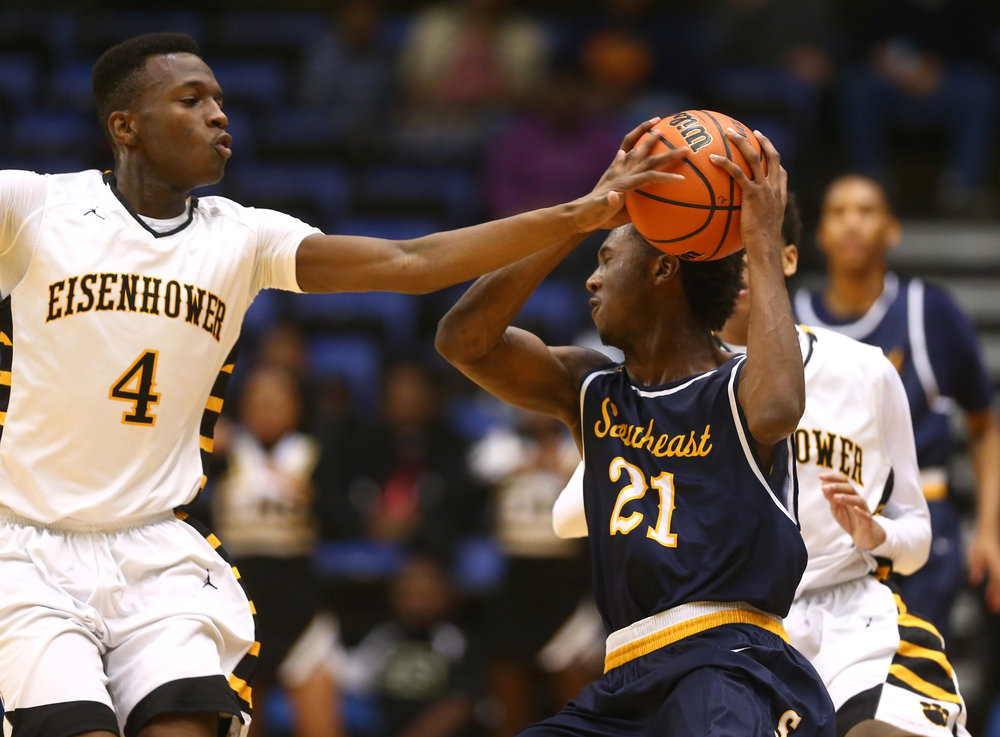 Decatur Eisenhower's Sephon Bobbitt (4) tries to knock the ball away from Southeast's Anthony Fairlee (21) in the second quarter during the Capital City Showcase Prairie Capital Convention Center, Saturday, Dec. 3, 2016, in Springfield, Ill. Justin L. Fowler/The State Journal-Register