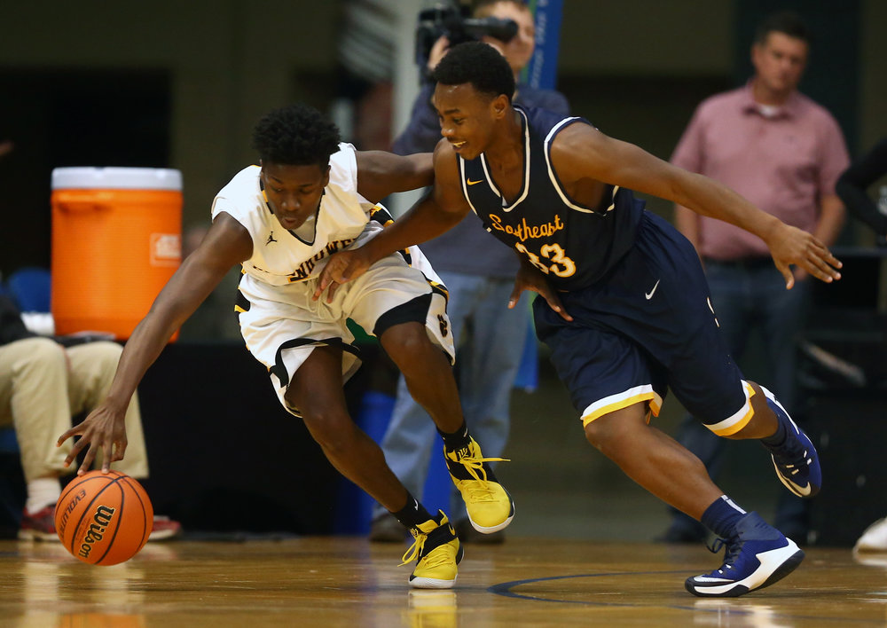Decatur Eisenhower's Yansyn Taylor (11) steals the ball away from Southeast's Mark Johnson (33) in the second quarter during the Capital City Showcase Prairie Capital Convention Center, Saturday, Dec. 3, 2016, in Springfield, Ill. Justin L. Fowler/The State Journal-Register