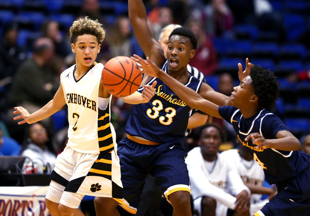 Southeast's Raykwon Green (4) steals the ball away from Decatur Eisenhower's Sephon Bobbitt (4) in the third quarter during the Capital City Showcase Prairie Capital Convention Center, Saturday, Dec. 3, 2016, in Springfield, Ill. Justin L. Fowler/The State Journal-Register