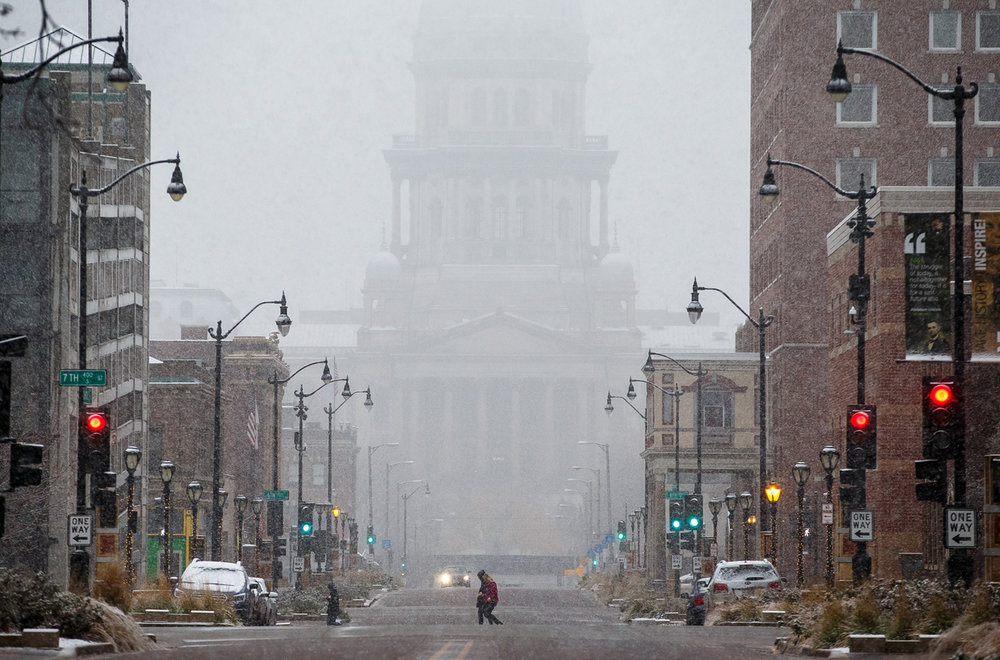 The Illinois State Capitol is blanketed as the the first snowfall of the season drops heavy wet snowflakes across the area, Sunday, Dec. 4, 2016, in Springfield, Ill. Justin L. Fowler/The State Journal-Register