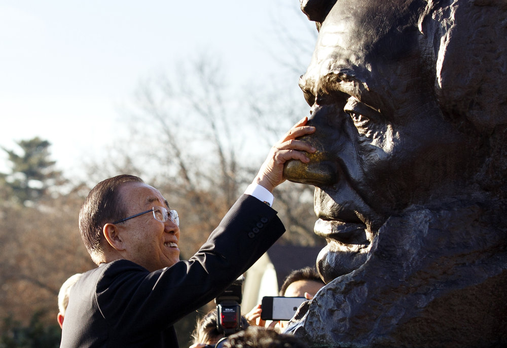 United Nations Secretary General Ban Ki-moon rubs the nose on Lincoln's bust outside the tomb at Oak Ridge Cemetery Wednesday, Dec. 21, 2016 during a brief stop in Springfield to visit the Lincoln sites. Rich Saal/The State Journal-Register