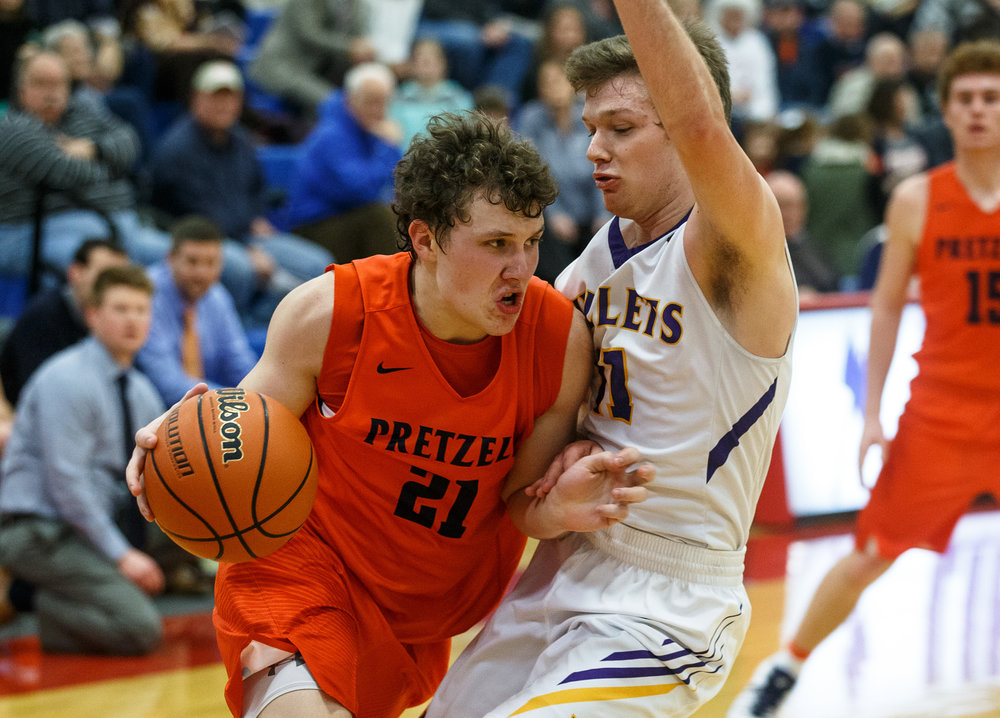 New Berlin's Wade Ballenger (21) has a charge called on him as drives to the basket against Williamsville's Jacob Sexton (11) in the second half during the Sangamon County Tournament at Cass Gymnasium, Thursday, Jan. 12, 2017, in Springfield, Ill. Justin L. Fowler/The State Journal-Register