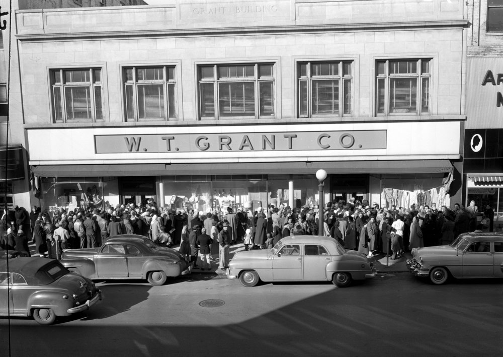 Line outside W. T. Grant Store, Fifth St., Feb. 22, 1955, west side downtown public square.  The State Journal-Register/archive