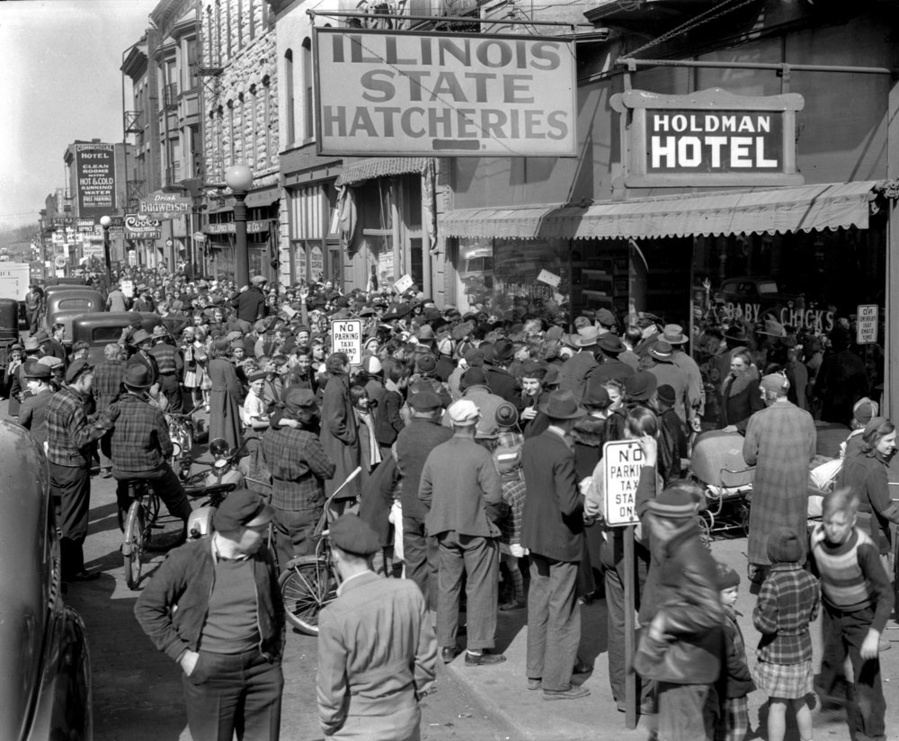 Illinois State Hatcheries,417 E. Jefferson St., Easter chick give away, crowd on sidewalk, April 8, 1939. File/The State Journal-Register