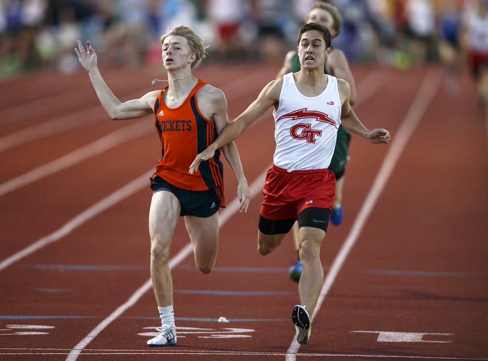 It's a photo finish for Rochester Josh Cable, left, edges out Glenwood's Chris Durr with a time of 4:30.46 against DurrÕs 4:30.47 in the Boys 1600m Run during the Capital Area Classic at Glenwood High School, Monday, May 15, 2017, in Chatham, Ill. [Justin L. Fowler/The State Journal-Register]