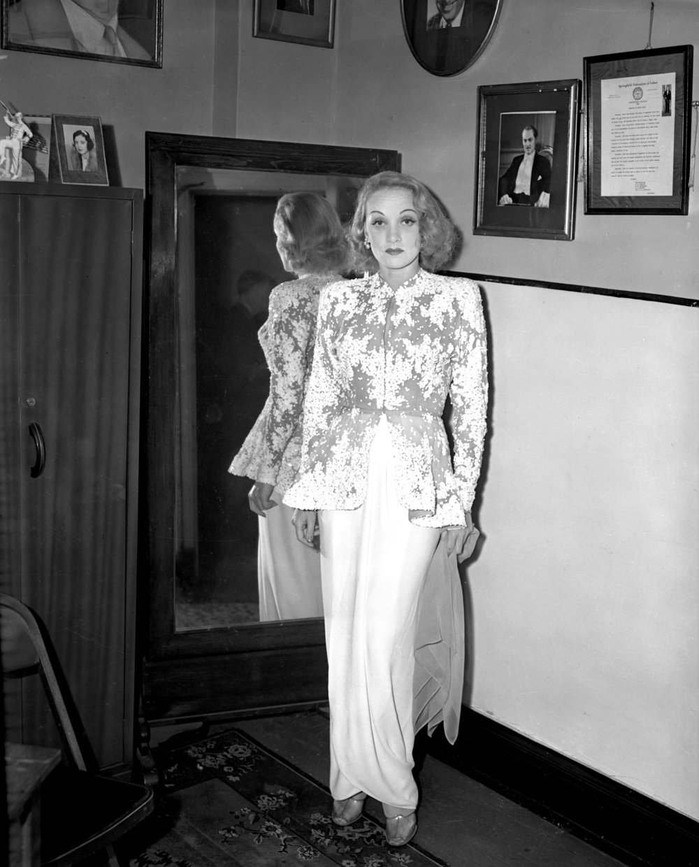 Marlene Dietrich, June 16, 1942 in Orpheum Theater dressing room.