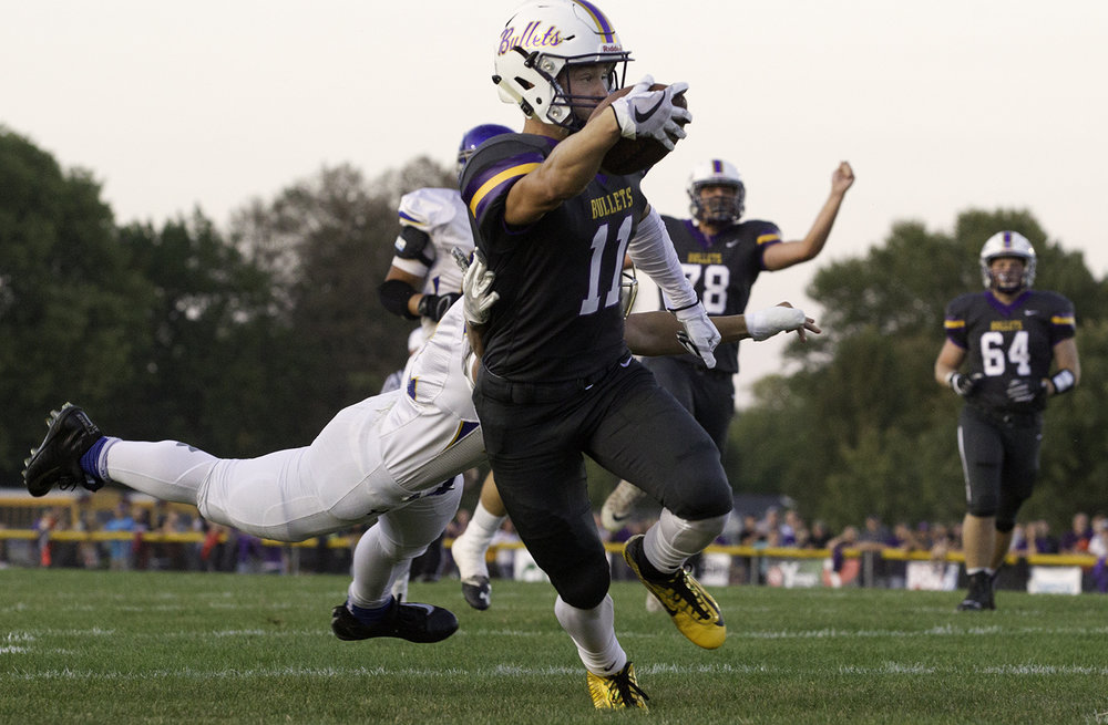 Williamsville's Hunter Thompson beats his Mora-Forsyth defender to the endzone for a first-half touchdown at Williamsville High School Friday, Sept. 8, 2017. [Ted Schurter/The State Journal-Register]