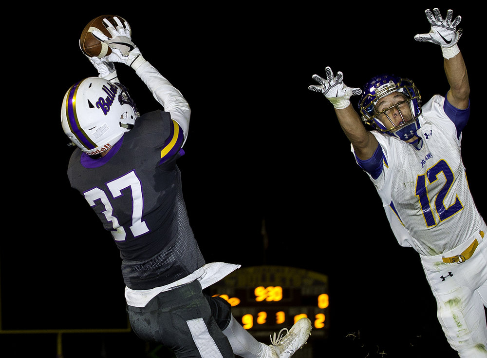 Williamsville's TJ Ater grabs a touchdown pass in front of Maroa-Forsyth's Dawson Roberts in the first half at Williamsville High School Friday, Sept. 8, 2017. [Ted Schurter/The State Journal-Register]
