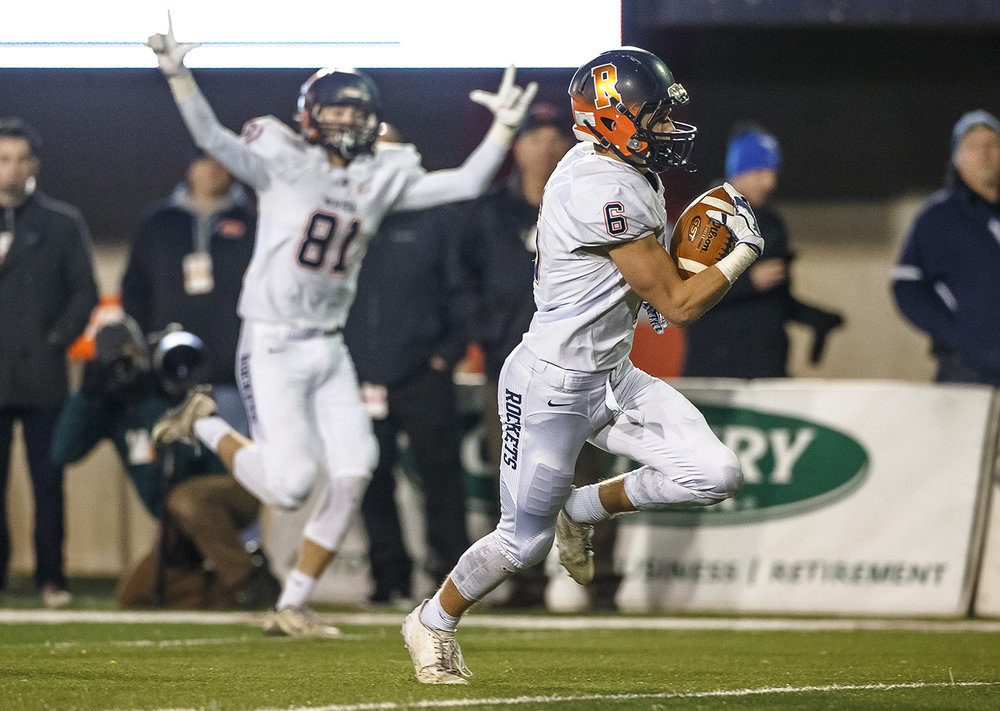 Rochester's Cade Eddington (6) goes in for a touchdown after a catch against Morris in the second quarter during the IHSA Class 4A State Championship at Huskie Stadium, Friday, Nov. 24, 2017, in Dekalb, Ill. [Justin L. Fowler/The State Journal-Register]