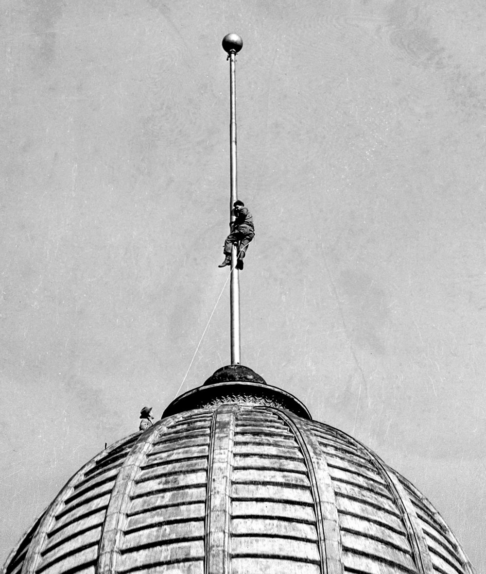 man on flagpole above Old State Capitol (Sangamon County courthouse) dome, Dec. 31, 1942. File/The State Journal-Registerhistory; picpast; spihistory; architecture; downtown