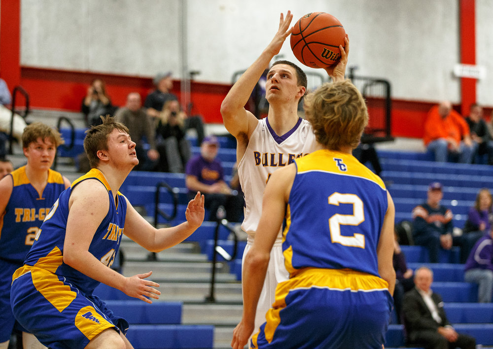 Williamsville's Scott O'Conner (43) goes up for a shot against Buffalo Tri-City's Chance Bumgardner (42) in the second half during opening night of the Boys Sangamon County Tournament at Lincoln Land Community College's Cass Gymnasium, Monday, Jan. 8, 2018, in Springfield, Ill. [Justin L. Fowler/The State Journal-Register]