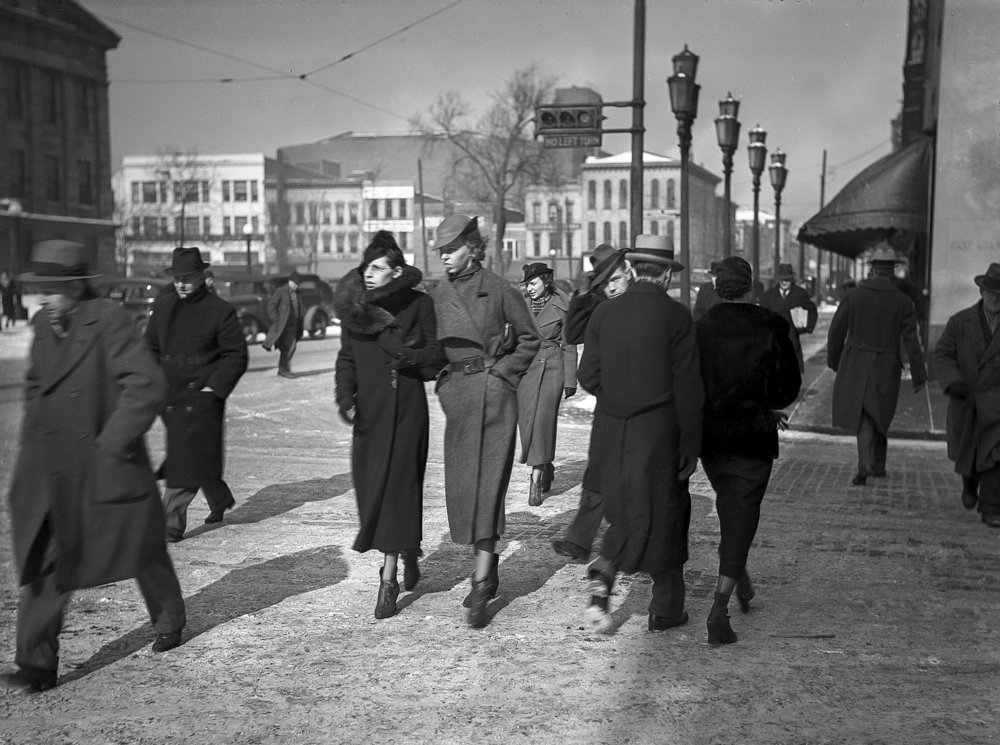 Downtown public square, walkers cross Adams Street at Sixth Street, Sangamon County Courthouse at left, view facing north. Published Jan. 31, 1936. File/The State Journal-Register