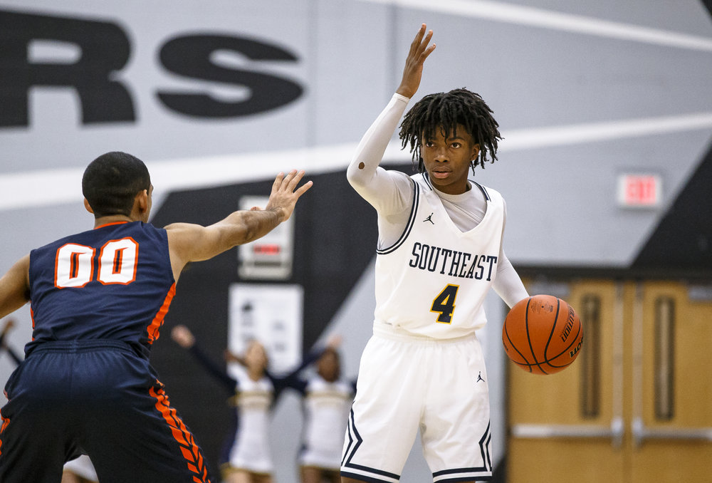 Southeast's Terrion Murdix (4) runs the offense for the Spartans as they take on Mahomet-Syemour in the first half during the Class 3A Decatur Eisenhower Sectional semifinals at Eisenhower High School, Wednesday, March 7, 2018, in Decatur, Ill. [Justin L. Fowler/The State Journal-Register]