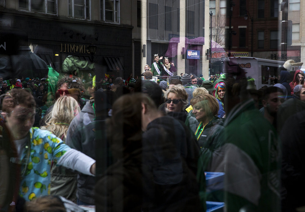 Revelers at the St. Patrick's Day Parade line Fifth Street outside Floyd's Thirst Parlor Saturday, March 17, 2018  in Springfield, Ill. [Rich Saal/The State Journal-Register]