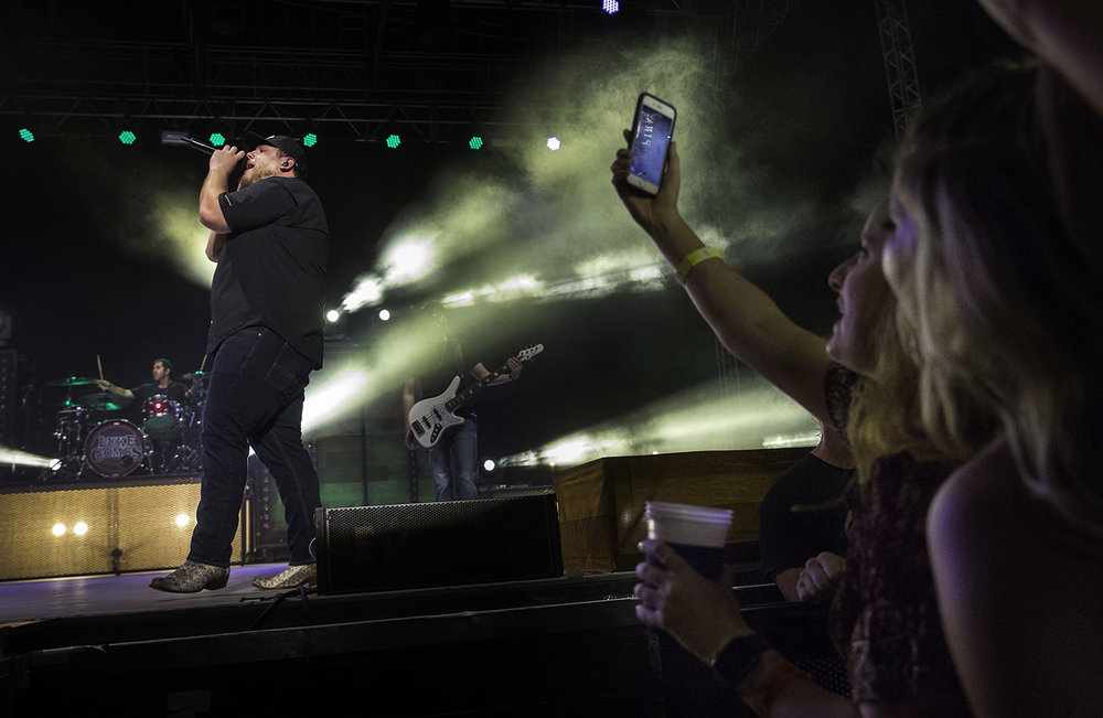 Country artist Luke Combs performs at the Grandstand during the Illinois State Fair Tuesday, Aug. 14, 2018. [Ted Schurter/The State Journal-Register]