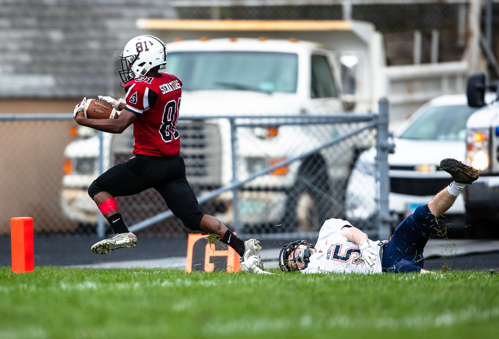 Springfield's John Waddy (81) goes in to the end zone beating a tackle from Rochester's Chase Hickey (5) for a touchdown in the first half at Memorial Stadium, Saturday, Oct. 6, 2018, in Springfield, Ill. [Justin L. Fowler/The State Journal-Register]