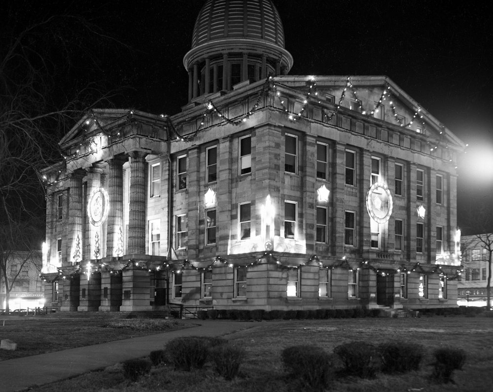 Sangamon County Courthouse (Old Capitol State Historic Site) decorated for Christmas, Dec. 20, 1948. Pub. ISJ Dec. 24, 1948, P.16. File/State Journal-Register C-98-995