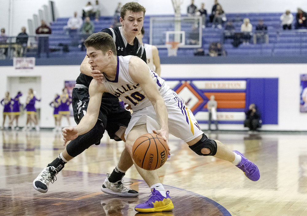 Williamsville's Griffin Keebler drives into West Central's Drew Evans during the Riverton Subway Shootout at Riverton High School Saturday, Feb. 9, 2019. [Ted Schurter/The State Journal-Register]