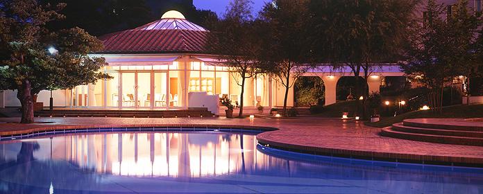 The Senri Hankyu Hotel is located in Senri Chuo, a short ride on the mono-rail away