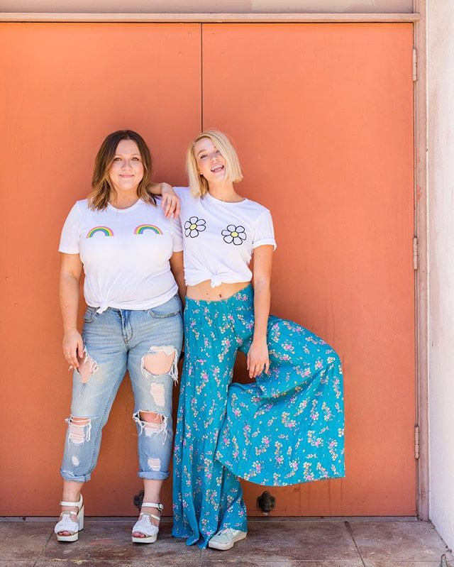Hey hey! It's the last day to enter the National Best Friends Day Giveaway 👯 Enter to win four @daisynatives t-shirts for you and your bestie 💘 See entry details in our last post! 📷 @hellosaratramp