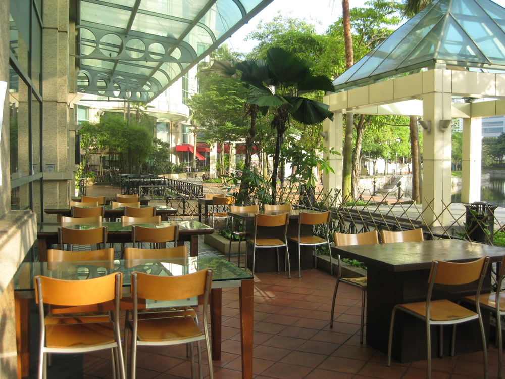 Setting-outside restaurant.JPG