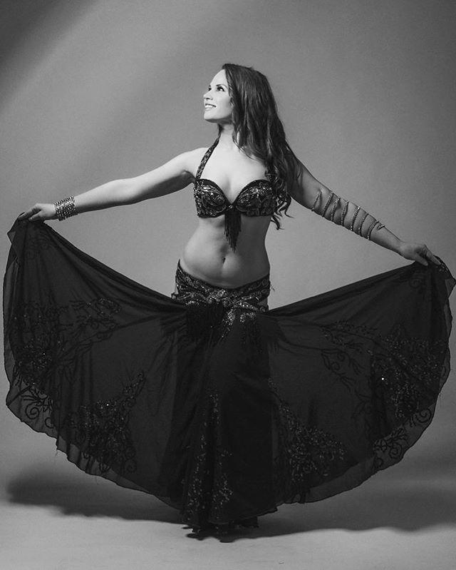 #tbt 📸 by @lscophoto 🖤  bellydance #bellydancer #danseduventre #arabicdance #raqssharqi #belly #yvrphotographer #vancouverphotographer #vancouverphotography #yeg #yegdance  #danzaarabe  #orientaldance #lovebellydance #bellydanceglobal #allthingsbellydance #bellydancelove