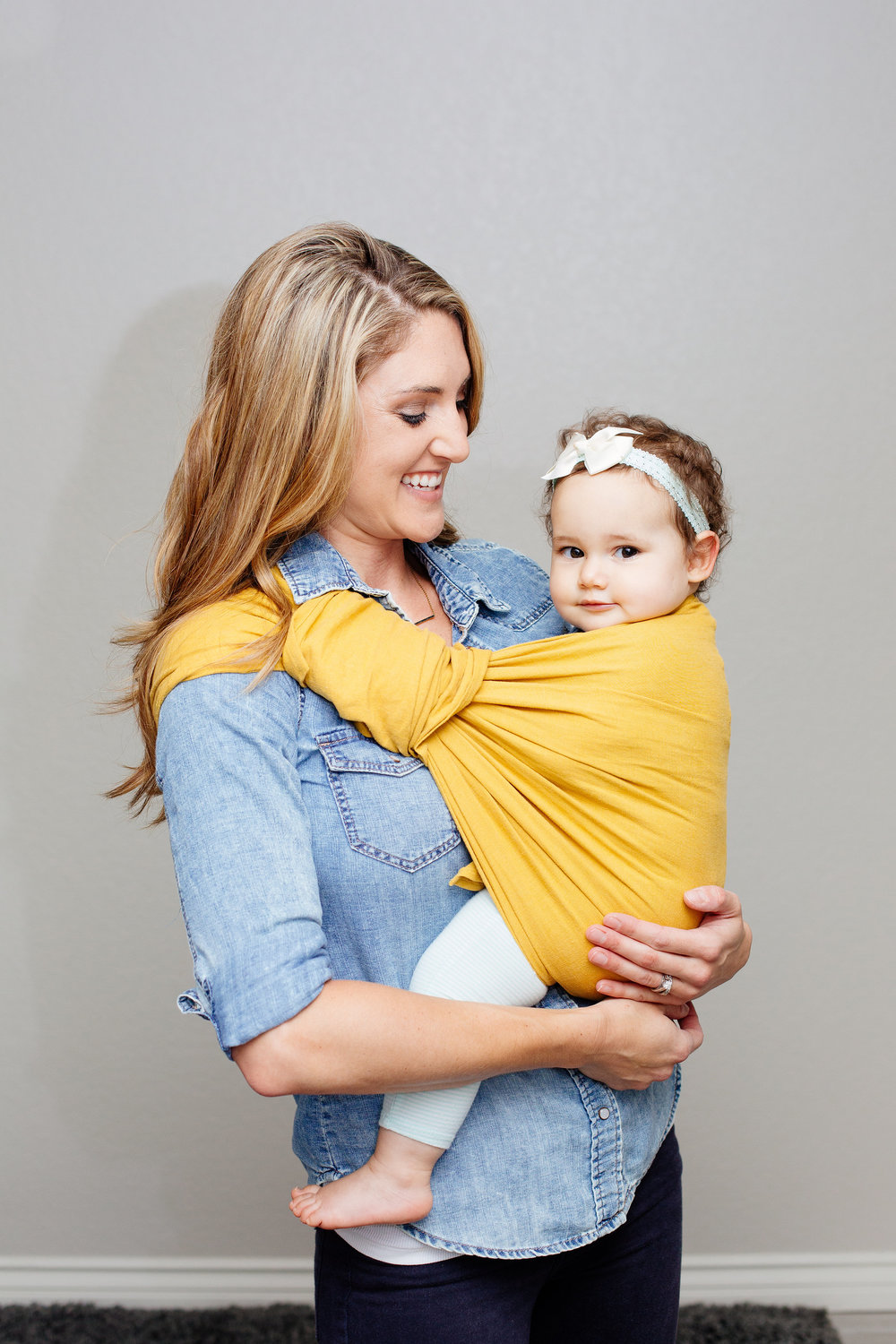 Tail wrap: An easy way to store the sling tail is by wrapping the tail around the rings and simply tucking in.   Nursing: The tail can be used as both a cover or a sunshield while feeding your baby.