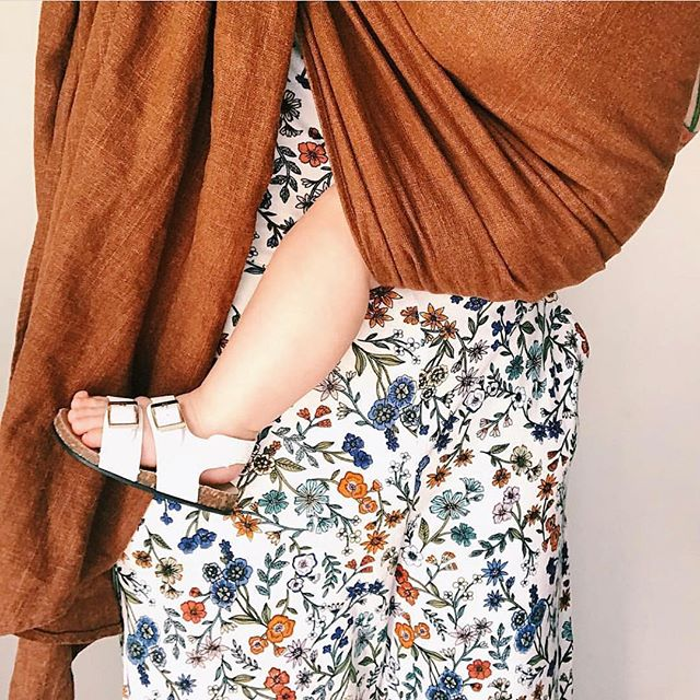 Cozy up y'all, it's the weekend!!! 🌾| 'Cedar' | @ablondiemama | #ELBEbaby #ringsling