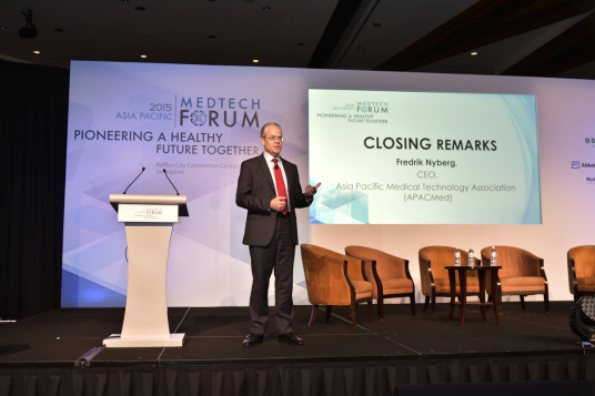 CEO Fredrik Nyberg presenting his closing remarks at the APACMedTech forum