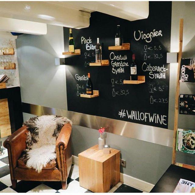 Mijn Wall of Wine staat vol met Franse wijnen! #wijn #fransewijnen #thijsbydikkerenthijs #prinsengracht #drinkenbijthijs #etenbijthijs