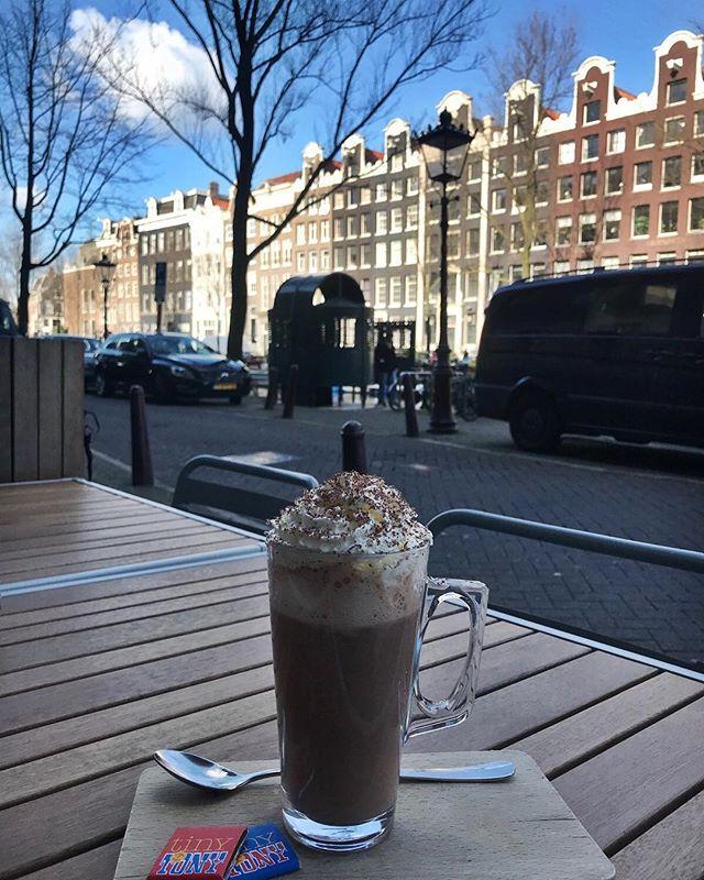 Happy Tuesday🎀 Kom genieten van een heerlijke warme chocomelk bij Thijs in deze kou☃️ #thijs #lekker #opwarmen #amsterdam #prinsengracht
